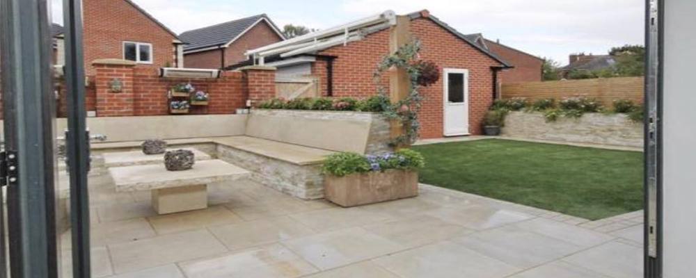Porcelain patio with natural stone seaing